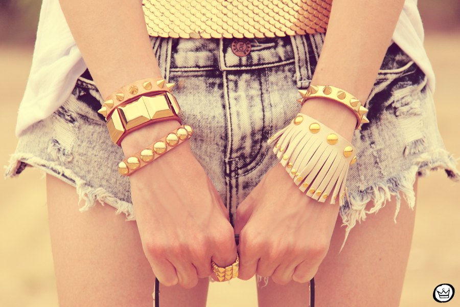 FashionCoolture 06.12.2012 Aluska t-shirt Romwe short jeans destroyed Kafé bracelets golden sequins (3)