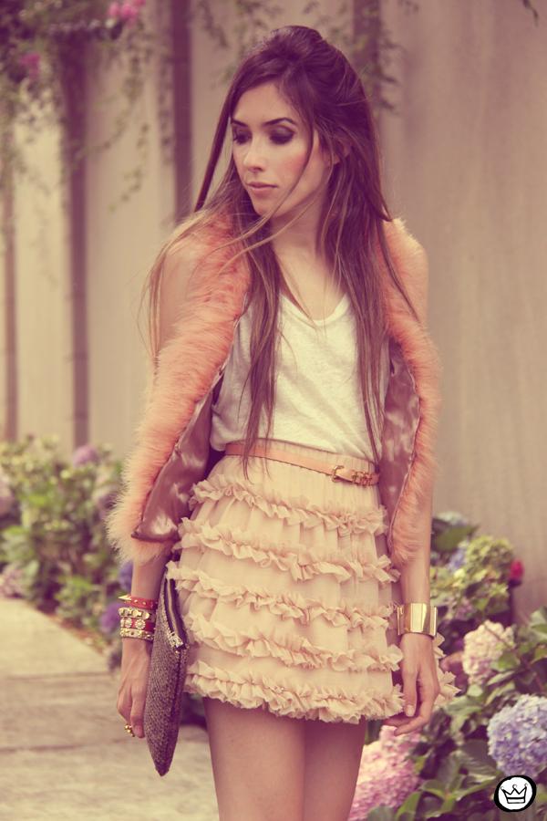 FashionCoolture 15.12.2012 Kafé braceletes mix Romwe Chicwish lojas oonline nude pink saia fofa sequins cinto de cruz outfit (2)