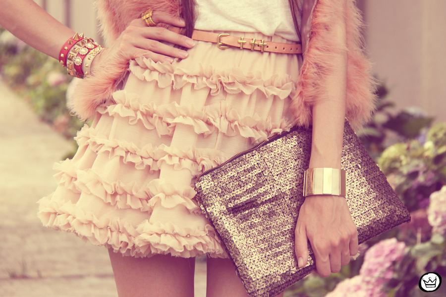 FashionCoolture 15.12.2012 Kafé braceletes mix Romwe Chicwish lojas oonline nude pink saia fofa sequins cinto de cruz outfit (3)