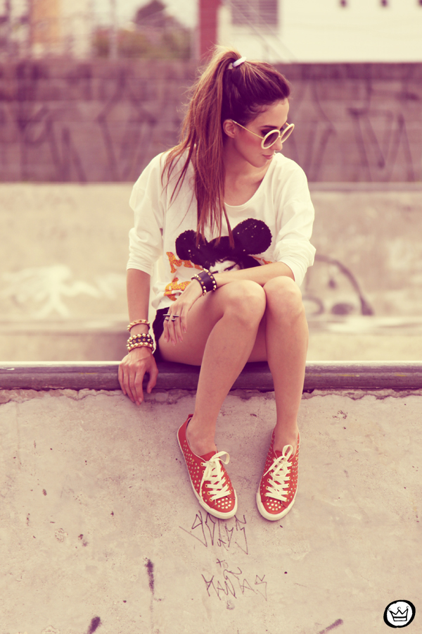 FashionCoolture 22.12.2012 t-shirt Romwe sequins shorts Marisa shoes Kafé bracelets mix de pulseiras sunglasses (10)