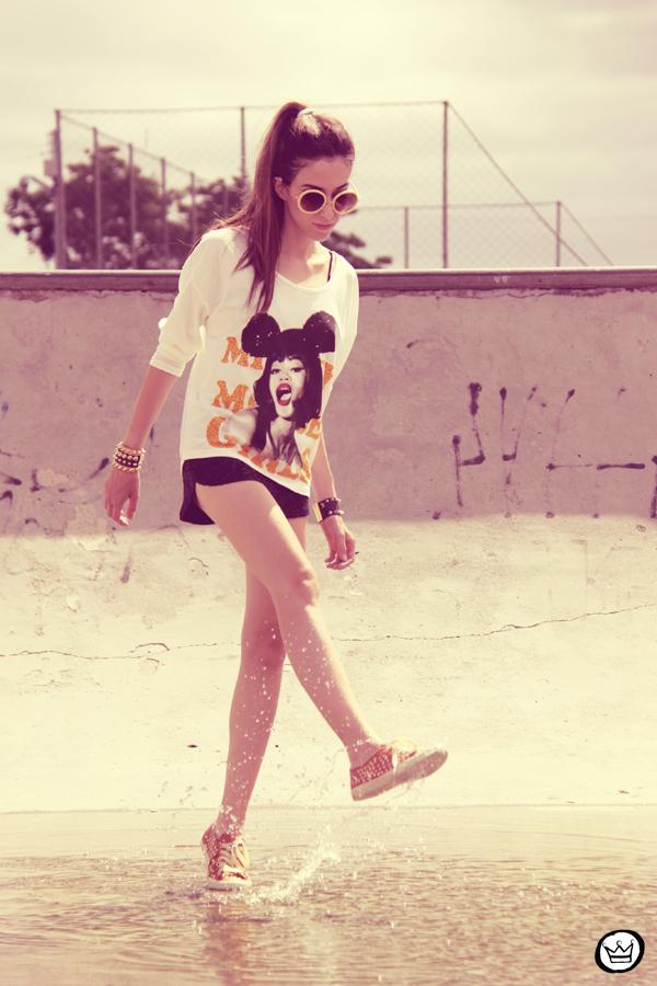 FashionCoolture 22.12.2012 t-shirt Romwe sequins shorts Marisa shoes Kafé bracelets mix de pulseiras sunglasses (11)