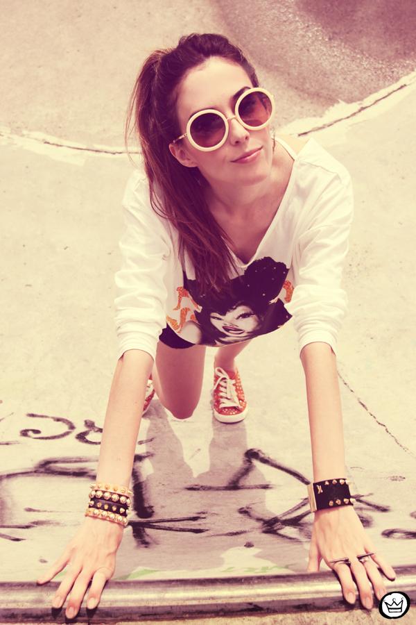 FashionCoolture 22.12.2012 t-shirt Romwe sequins shorts Marisa shoes Kafé bracelets mix de pulseiras sunglasses (2)