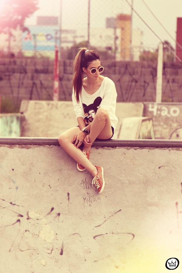 FashionCoolture 22.12.2012 t-shirt Romwe sequins shorts Marisa shoes Kafé bracelets mix de pulseiras sunglasses (3)