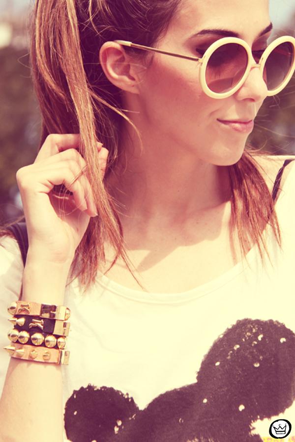 FashionCoolture 22.12.2012 t-shirt Romwe sequins shorts Marisa shoes Kafé bracelets mix de pulseiras sunglasses (6)