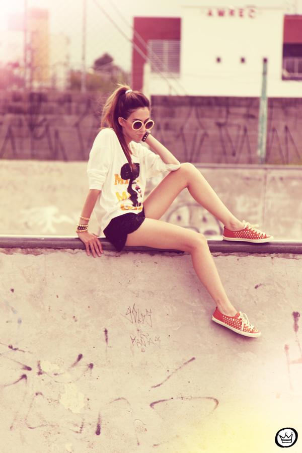 FashionCoolture 22.12.2012 t-shirt Romwe sequins shorts Marisa shoes Kafé bracelets mix de pulseiras sunglasses (7)