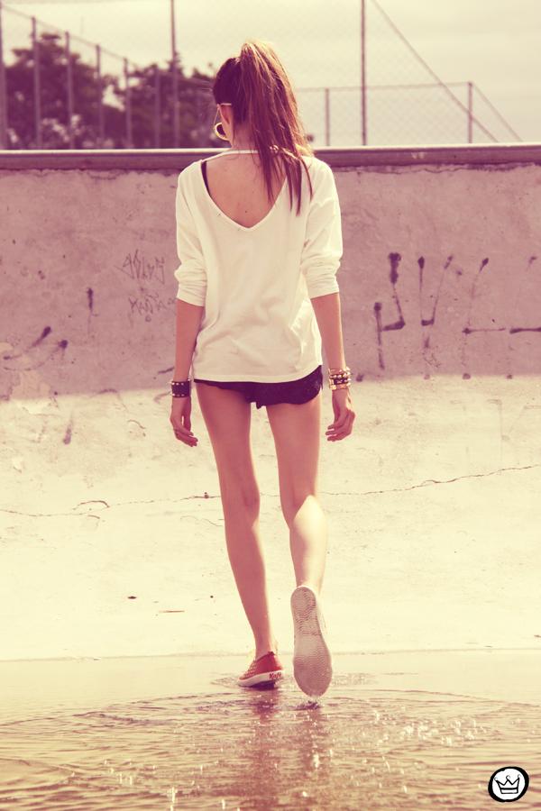 FashionCoolture 22.12.2012 t-shirt Romwe sequins shorts Marisa shoes Kafé bracelets mix de pulseiras sunglasses (8)