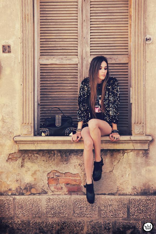 FashionCoolture 23.12.2012 Choies t-shirt sequins coat Morena Raiz black outfit spikes Kafé bracelets Asos (5)