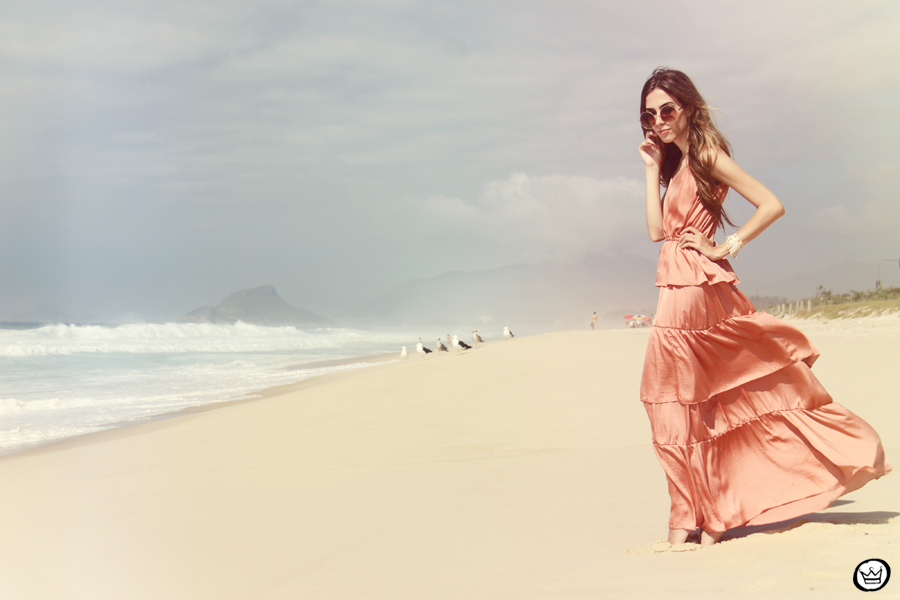 FashionCoolture 05.01.2013 look du jour pink long dress bracelets Kafé rounded sunglasses beach summer Rio de Janeiro (4)