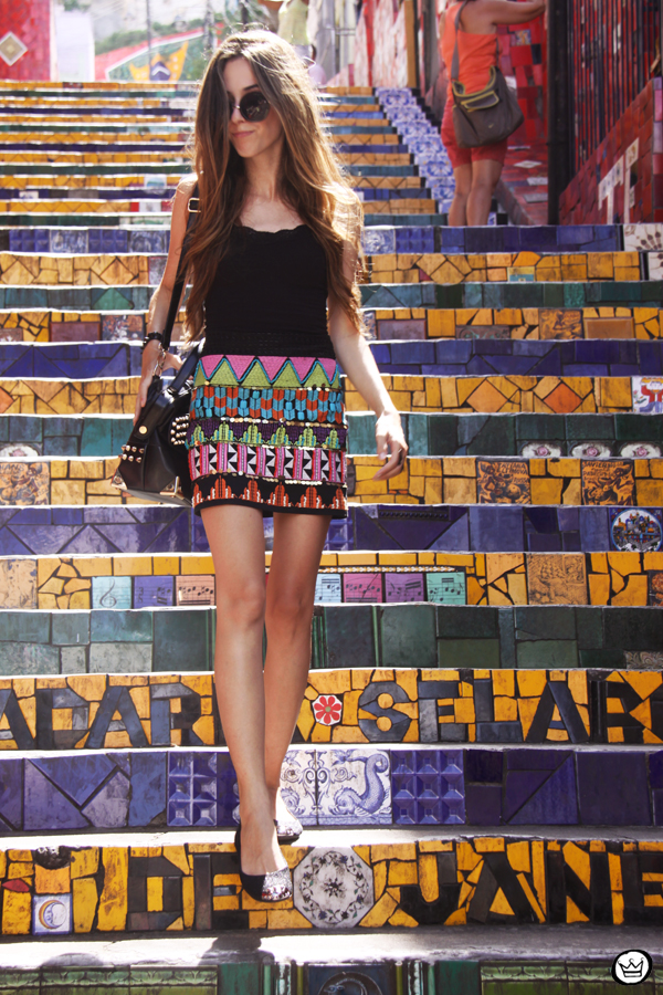 FashionCoolture - 07.01.2013 look du jour ethnic beaded skirt Rio de Janeiro Lapa Selaron hair (1)
