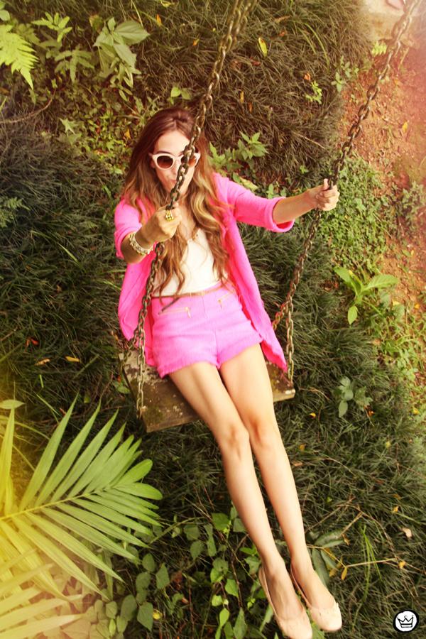 FashionCoolture 08.01.2013 look du jour pink suit blogger sunglasses Kafé bracelets hair (4)