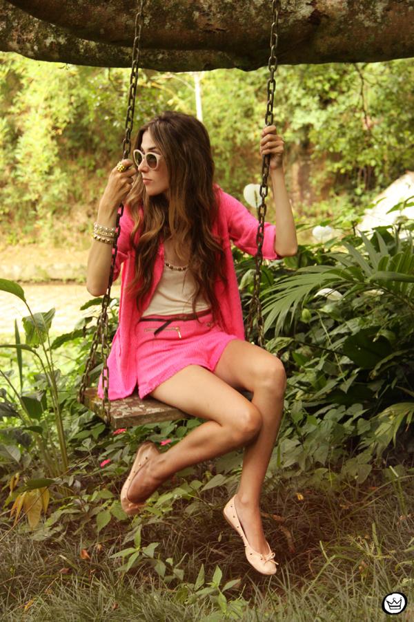 FashionCoolture 08.01.2013 look du jour pink suit blogger sunglasses Kafé bracelets hair (7)
