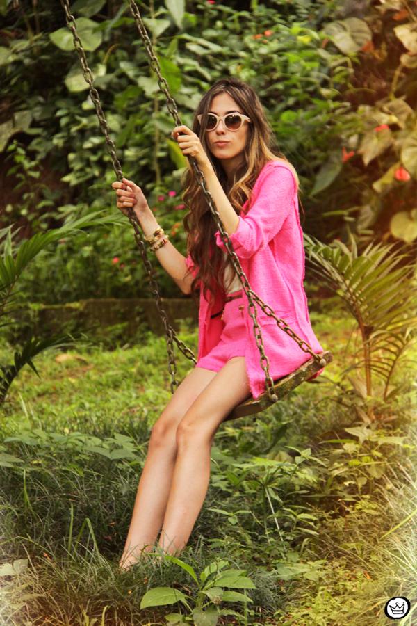 FashionCoolture 08.01.2013 look du jour pink suit blogger sunglasses Kafé bracelets hair (8)