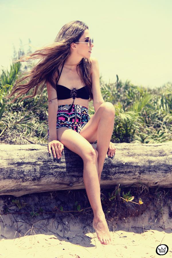 FashionCoolture 12.01.2013 - look du jout hot pants sunglasses rounded bikini brazilian beach Rio de Janeiro (4)