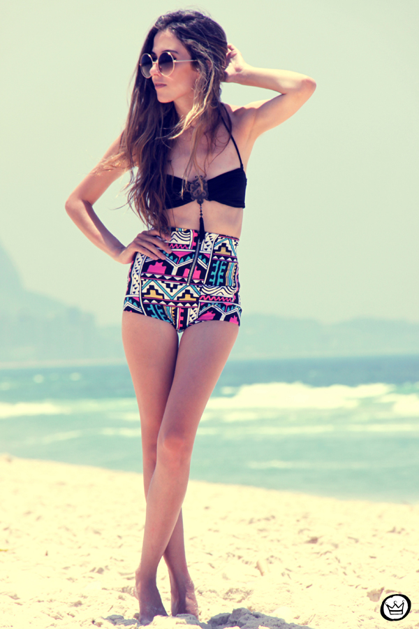 FashionCoolture 12.01.2013 - look du jout hot pants sunglasses rounded bikini brazilian beach Rio de Janeiro (5)