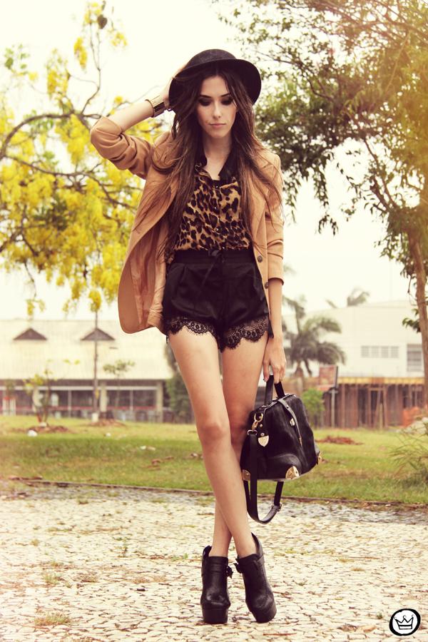FashionCoolture 13.01.2013 look du jour Romwe shirt leopard lace shorts hat Asos (1)