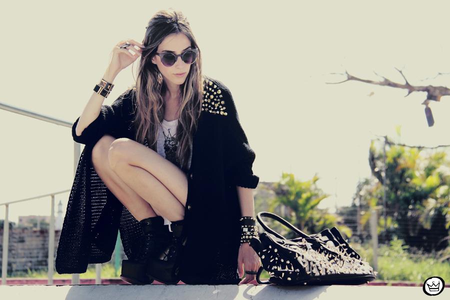 FashionCoolture - 14.01.2013 look du jour Aluska t-shirt skull sunglasses spiked studded Choies Kafé bracelets (3)
