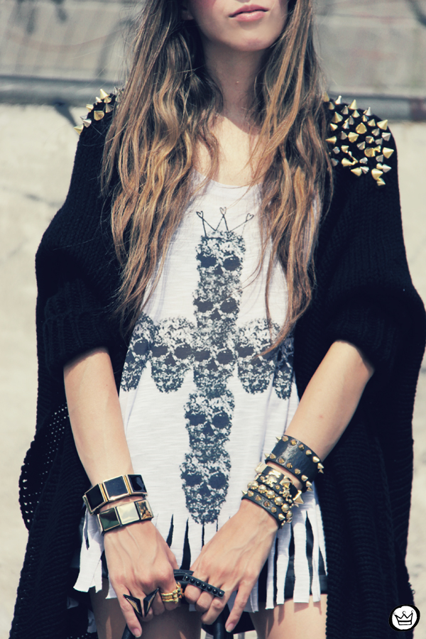 FashionCoolture - 14.01.2013 look du jour Aluska t-shirt skull sunglasses spiked studded Choies Kafé bracelets (4)
