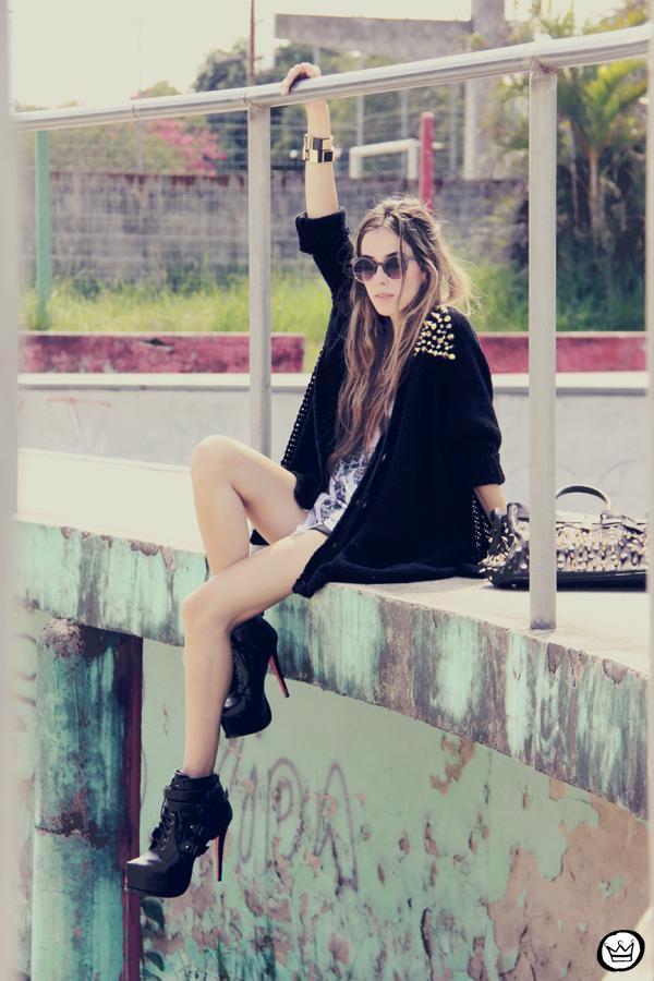 FashionCoolture - 14.01.2013 look du jour Aluska t-shirt skull sunglasses spiked studded Choies Kafé bracelets (5)