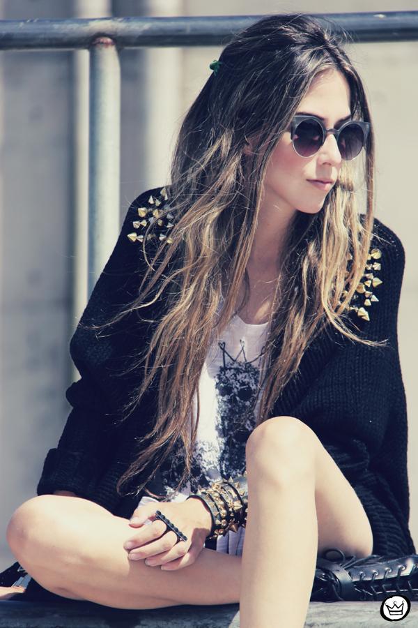 FashionCoolture - 14.01.2013 look du jour Aluska t-shirt skull sunglasses spiked studded Choies Kafé bracelets (6)