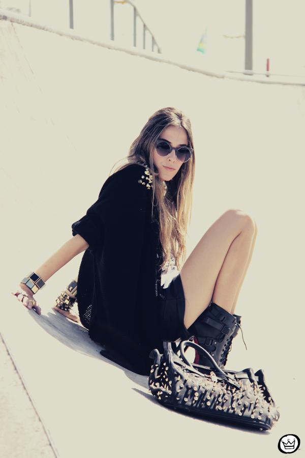 FashionCoolture - 14.01.2013 look du jour Aluska t-shirt skull sunglasses spiked studded Choies Kafé bracelets (8)