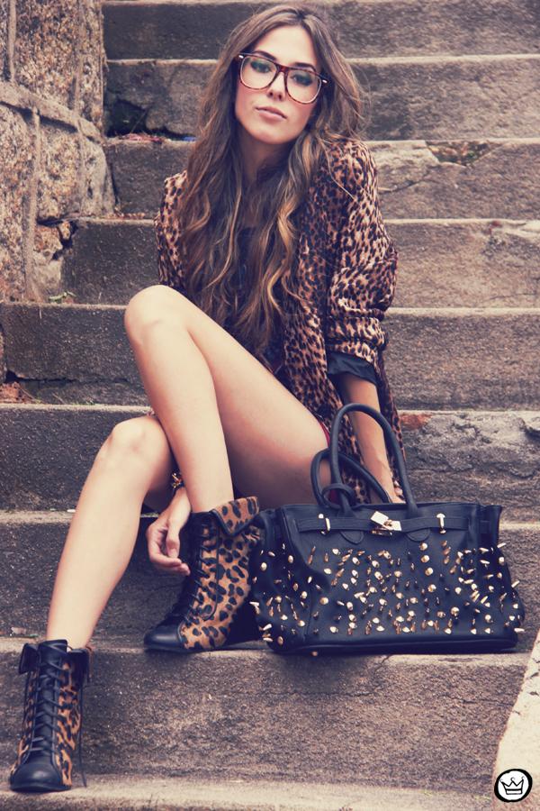 FashionCoolture - 16.01.2012 look du jour Romwe Awwdore Asos Kafé burgundy leopard blazer studded bag (6)