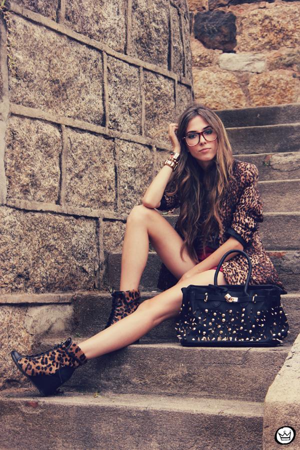 FashionCoolture - 16.01.2012 look du jour Romwe Awwdore Asos Kafé burgundy leopard blazer studded bag (8)