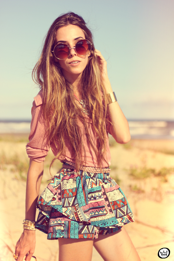 FashionCoolture - 18.01.2013 look du jour ethnic shorts beach summer outfit pattern Xiquita Bakana sunglasses rounded Kafé (7)