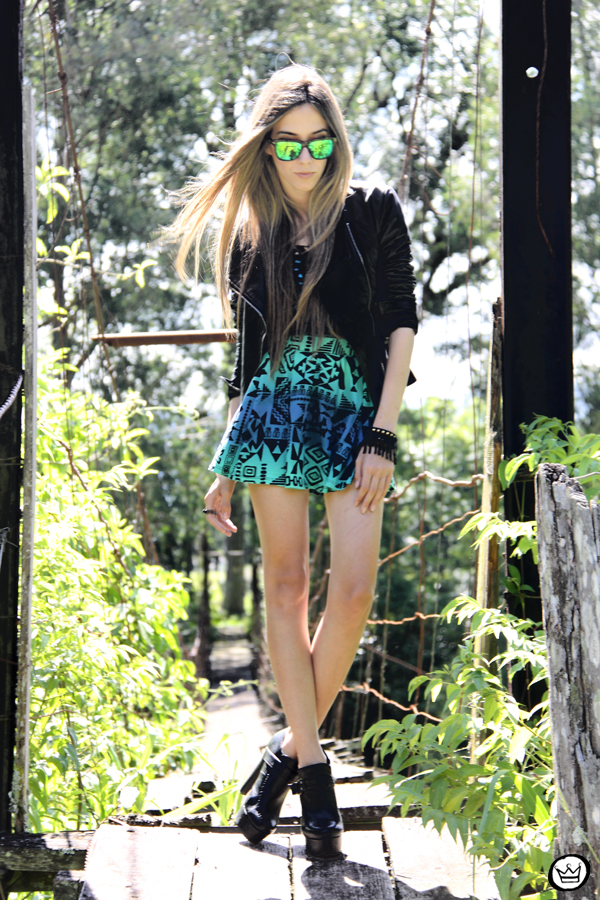 FashionCoolture - 22.01.2013 look du jour Furor ethnic skirt leather jacket Boda Skins neon Spektre sunglasses Asos boot Kafé braceletes (1)
