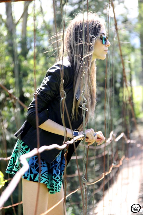 FashionCoolture - 22.01.2013 look du jour Furor ethnic skirt leather jacket Boda Skins neon Spektre sunglasses Asos boot Kafé braceletes (2)