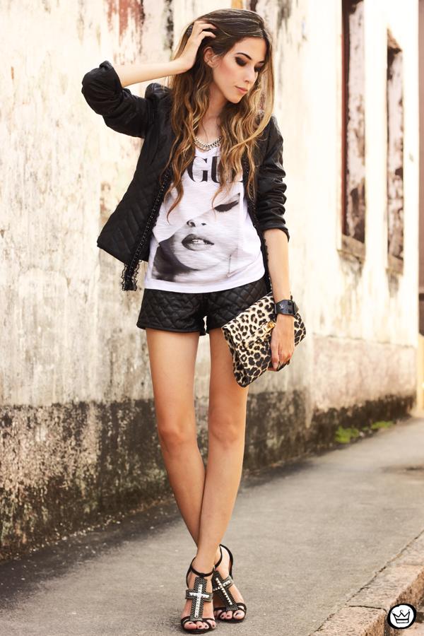 FashionCoolture - 24.01.2013 look du jour t-shirt Vogue jacket shorts Schutz sandália cruz crucifixo bracelet Kafé (1)
