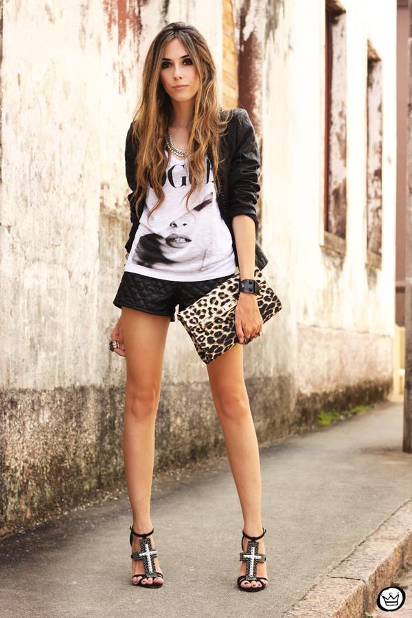 FashionCoolture - 24.01.2013 look du jour t-shirt Vogue jacket shorts Schutz sandália cruz crucifixo bracelet Kafé (10)