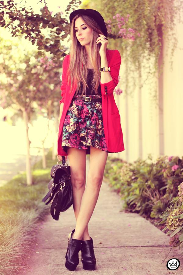 FashionCoolture - 28.01.2013 look du jour Awwdore skirt red hat Asos braceletes Kafé (1)