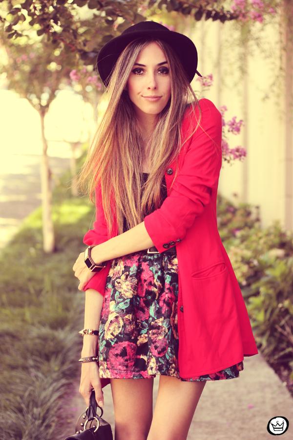 FashionCoolture - 28.01.2013 look du jour Awwdore skirt red hat Asos braceletes Kafé (2)