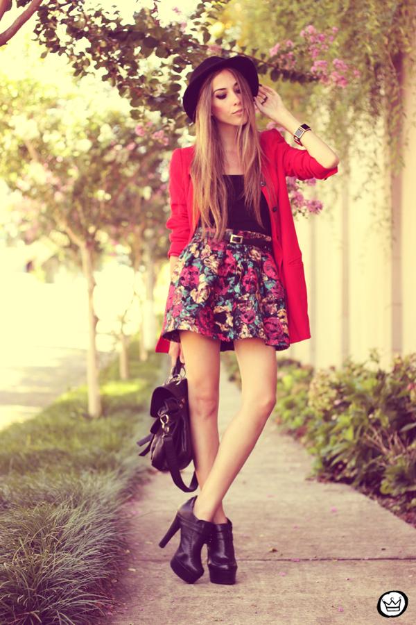 FashionCoolture - 28.01.2013 look du jour Awwdore skirt red hat Asos braceletes Kafé (4)
