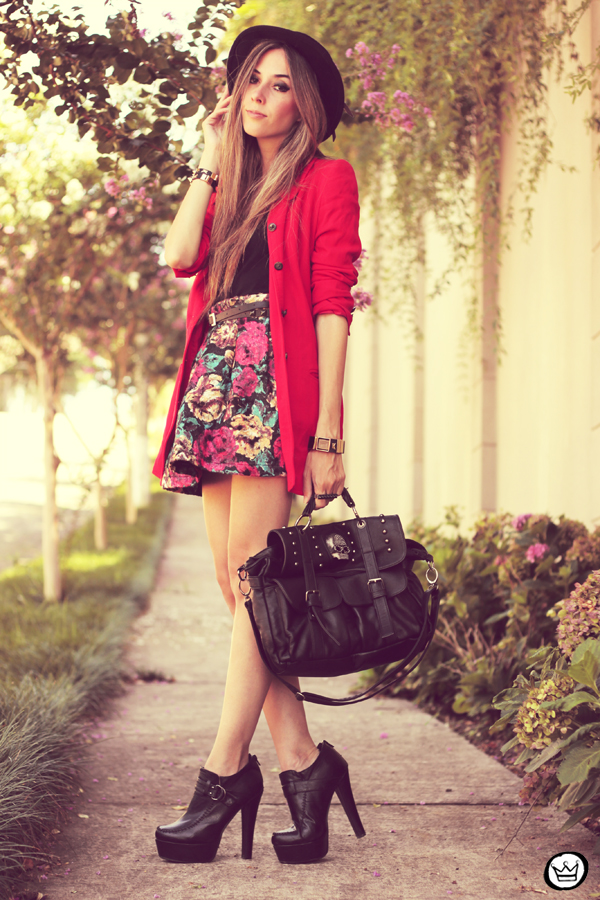 FashionCoolture - 28.01.2013 look du jour Awwdore skirt red hat Asos braceletes Kafé (6)