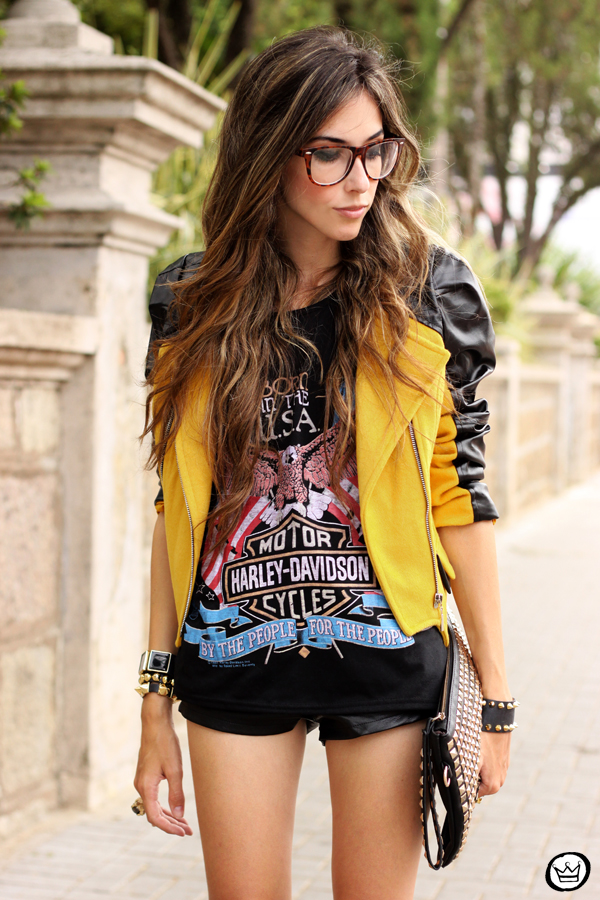 FashionCoolture - 04.02.2013 look du jour Choies jacket mustard riveted clutch Romwe t-shirt rock (7)