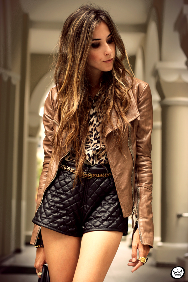 FashionCoolture - 05.02.2013 look du jour boda skins leather jacket shorts quilted spikes bag boots leopard (7)
