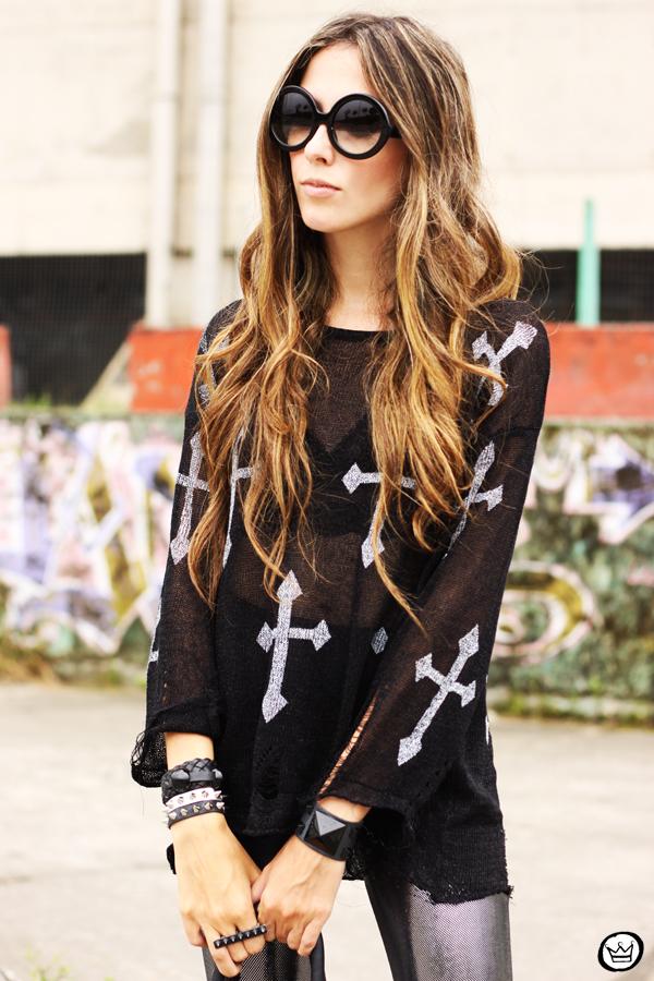 FashionCoolture - 24.02.2013 look du jour legging blackmilk cross jumper romwe sunglasses (2)
