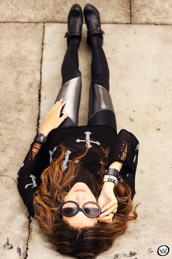 FashionCoolture - 24.02.2013 look du jour legging blackmilk cross jumper romwe sunglasses (5)