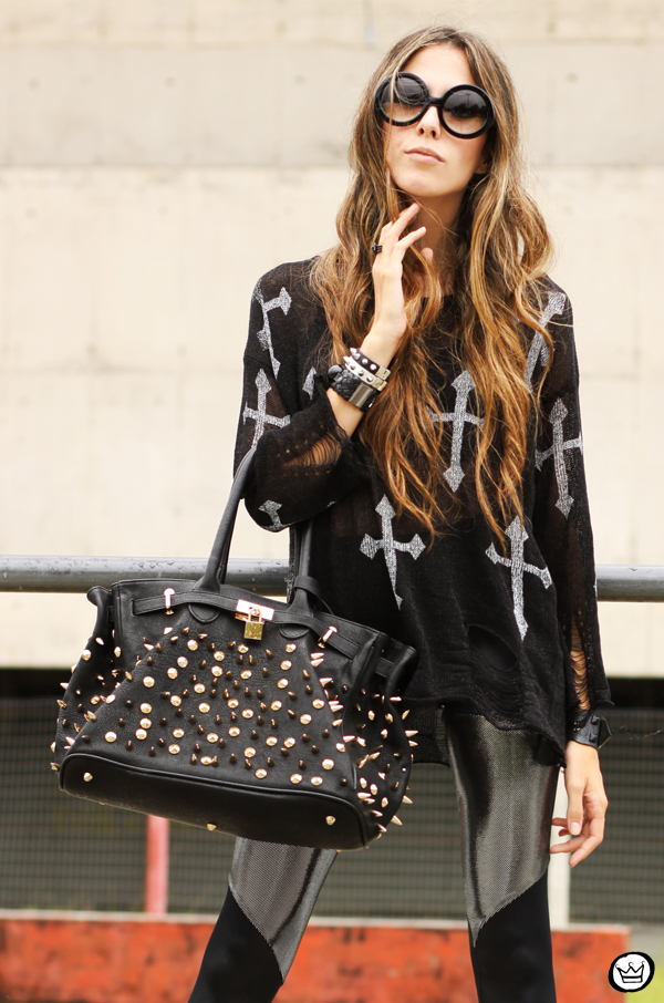 FashionCoolture - 24.02.2013 look du jour legging blackmilk cross jumper romwe sunglasses (6)