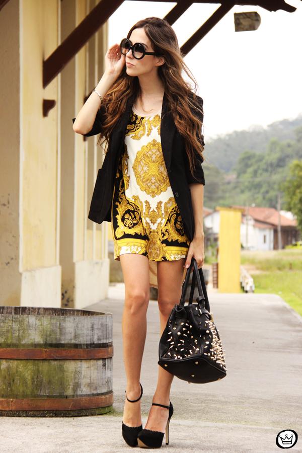 FashionCoolture - 08.03.2013 Farol Shopping liquidação bicolor preto e branco barroco t-shirt paris ysl arezzo promoção (1)