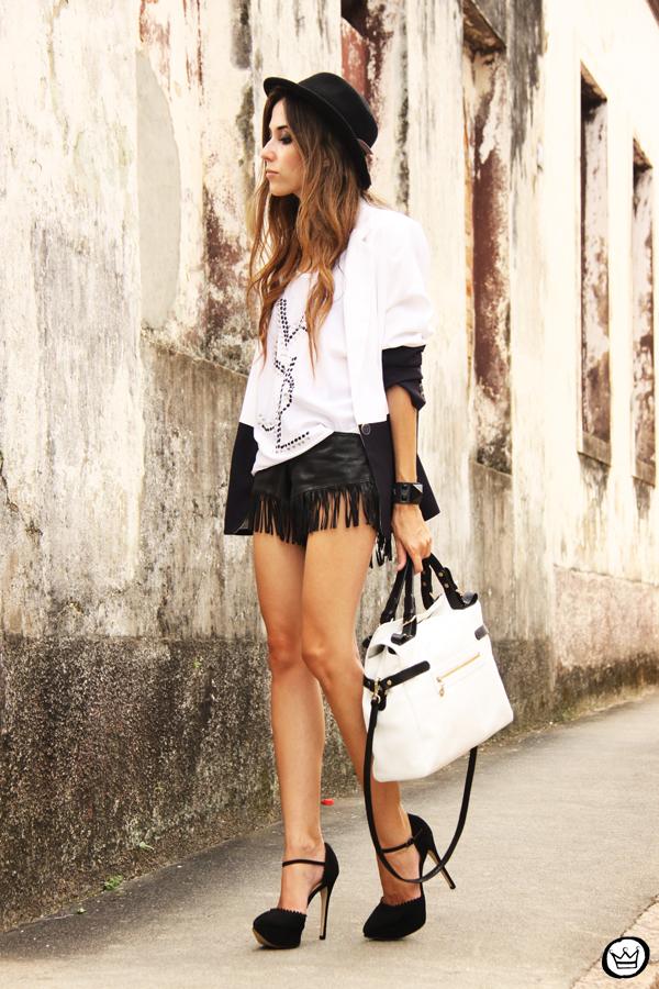 FashionCoolture - 08.03.2013 Farol Shopping liquidação bicolor preto e branco barroco t-shirt paris ysl arezzo promoção (5)