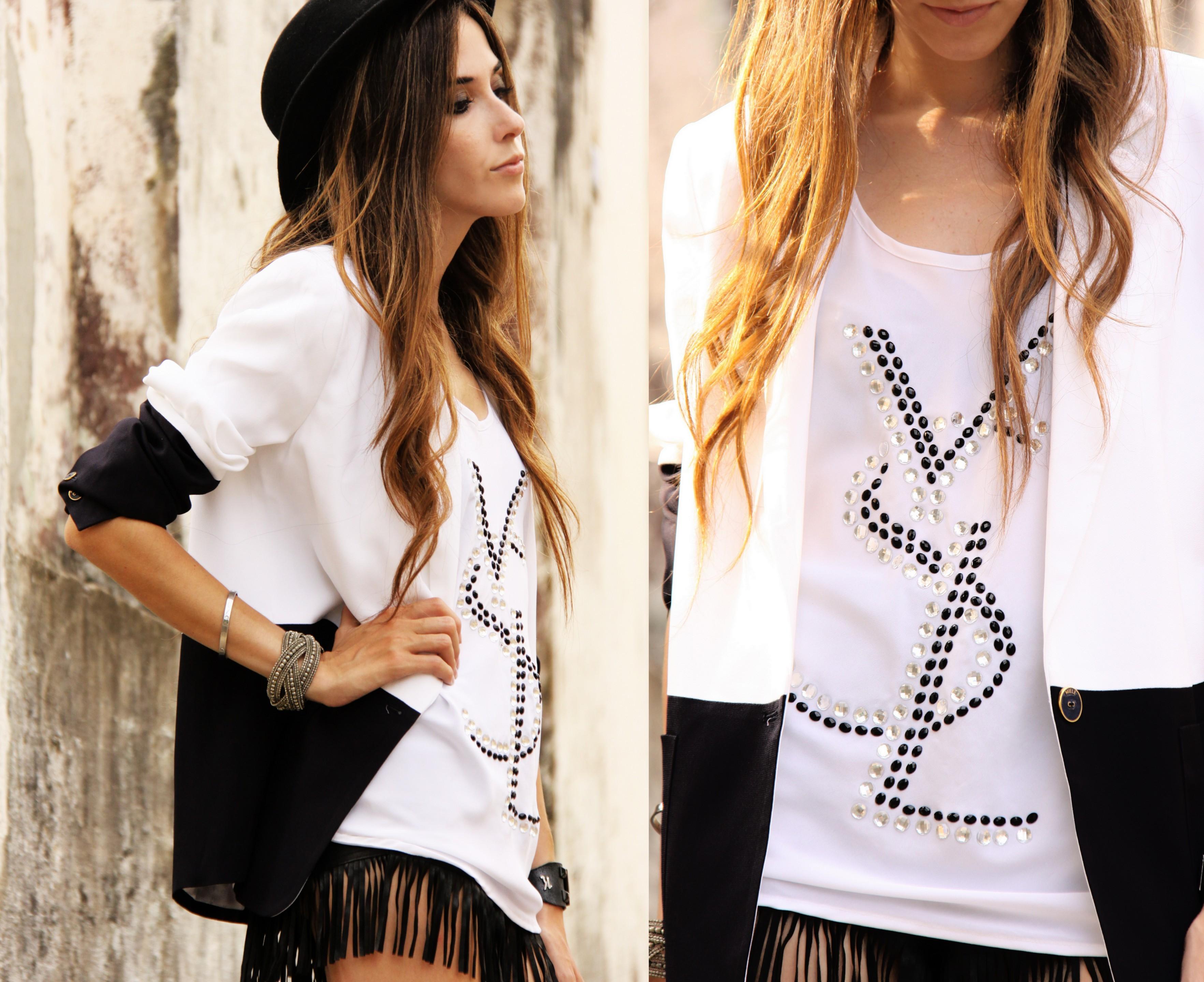 FashionCoolture - 08.03.2013 Farol Shopping liquidação bicolor preto e branco barroco t-shirt paris ysl arezzo promoção (6)