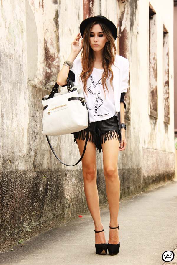 FashionCoolture - 08.03.2013 Farol Shopping liquidação bicolor preto e branco barroco t-shirt paris ysl arezzo promoção (7)