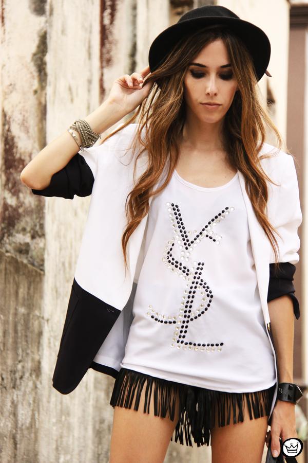 FashionCoolture - 08.03.2013 Farol Shopping liquidação bicolor preto e branco barroco t-shirt paris ysl arezzo promoção (8)