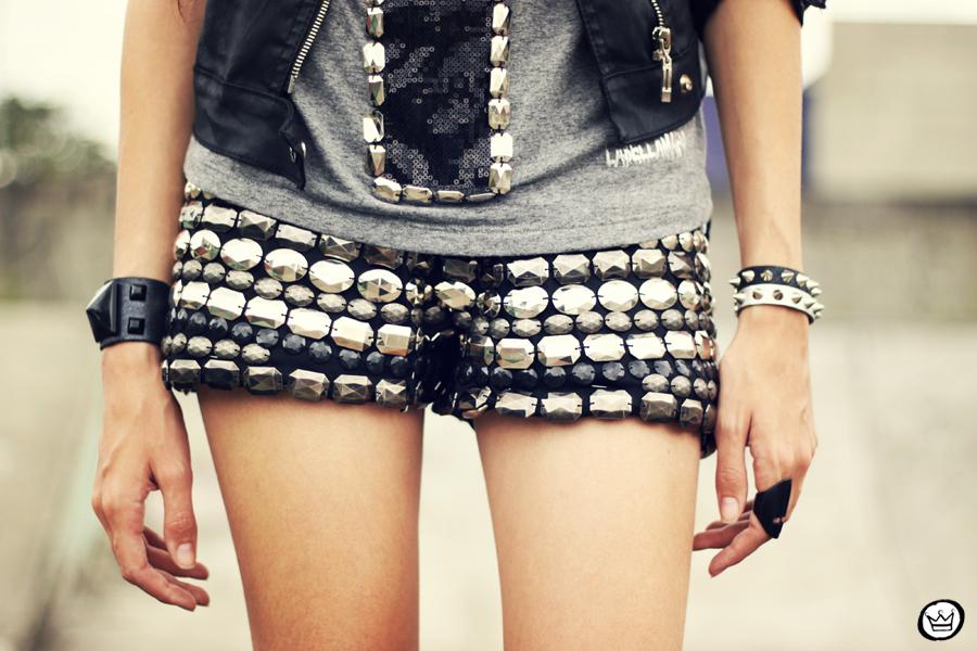 FashionCoolture - 05.04.2013 look du jour shorts bordado Xiquita Bakana Labellamafia Renner cruz jaqueta spikes (3)