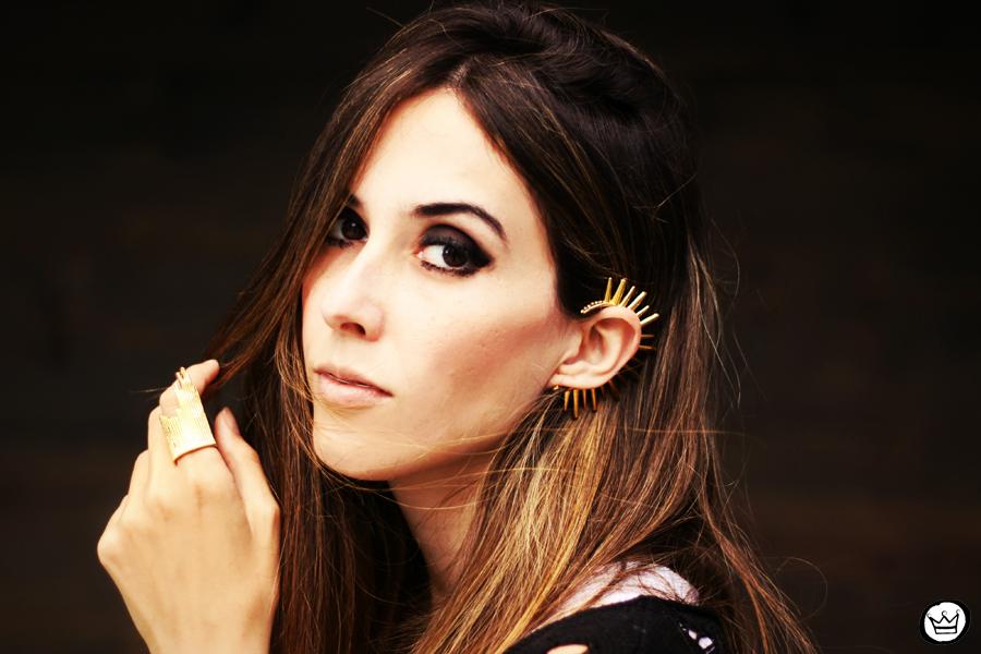 FashionCoolture - 23.04.2013 look du jour Gabriela Faraco ear cuff spikes Aluska t-shirt studded (5)