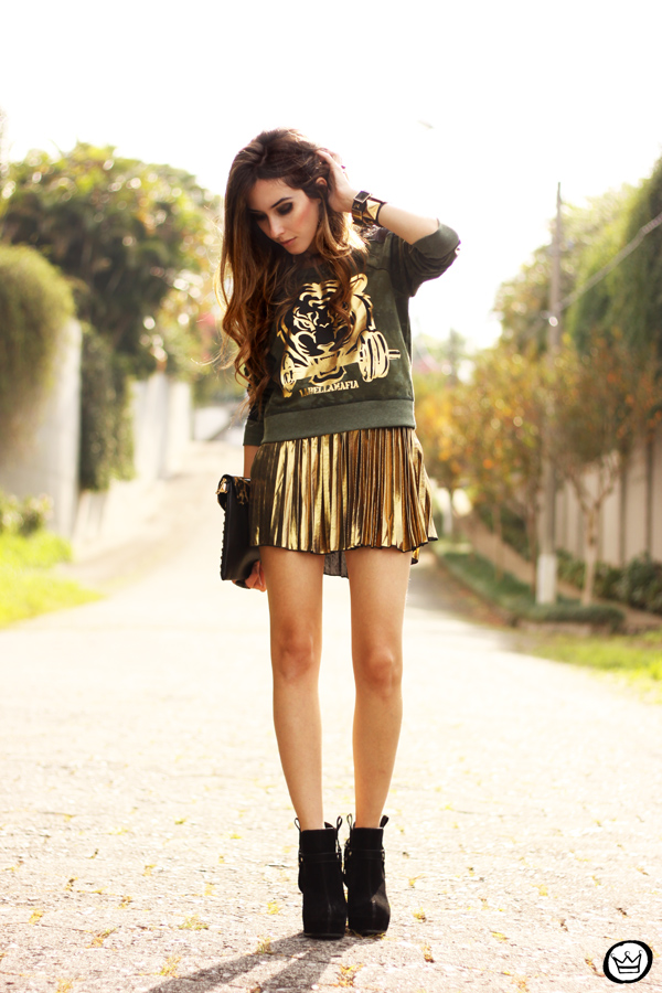 FashionCoolture - 27.05.2013 look du jour Labellamafia pleated golden jumper (1)