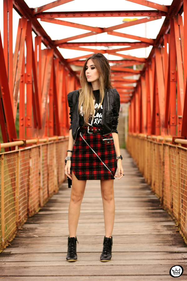 FashionCoolture - 17.05.2014 look du jour plaid skirt rocker t-shirt (6)
