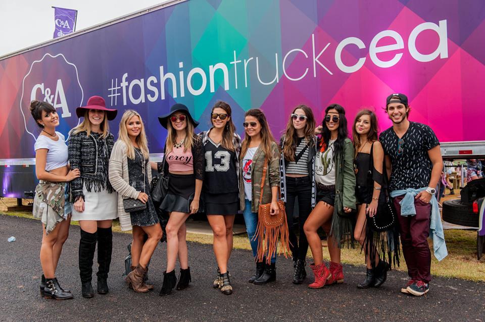 FashionCoolture - Cea Lollapalooza blogger fashiontruck (2)